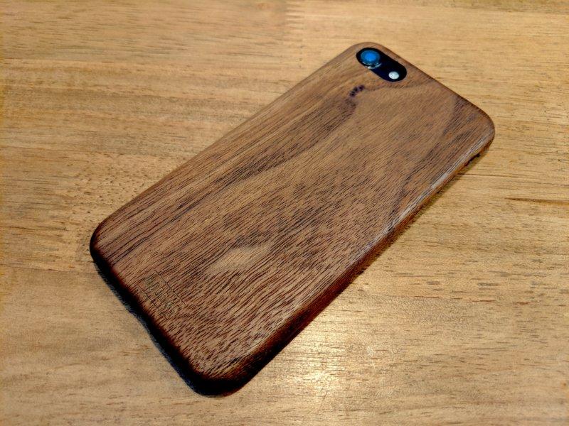 【WOODWE iPhone用ハードウッドケース レビュー】天然木材で作られたオシャレなデザイン