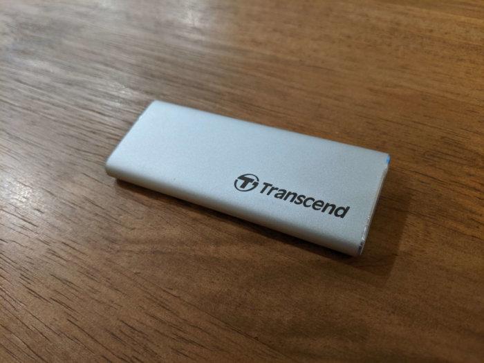 【Transcend ESD240C レビュー】最大520MB/sの高速ポータブルSSD!わずか30gの軽量モデルで持ち運びにも便利